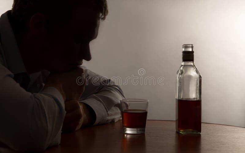 Een misbruik van de jonge mensenalcohol royalty-vrije stock afbeeldingen