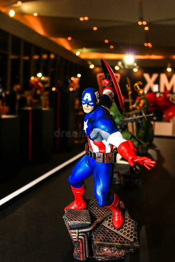 Download Een Model Van Het Karakter Kapitein America Van De Films En Com Redactionele Foto - Afbeelding bestaande uit wonder, karakters: 54075086