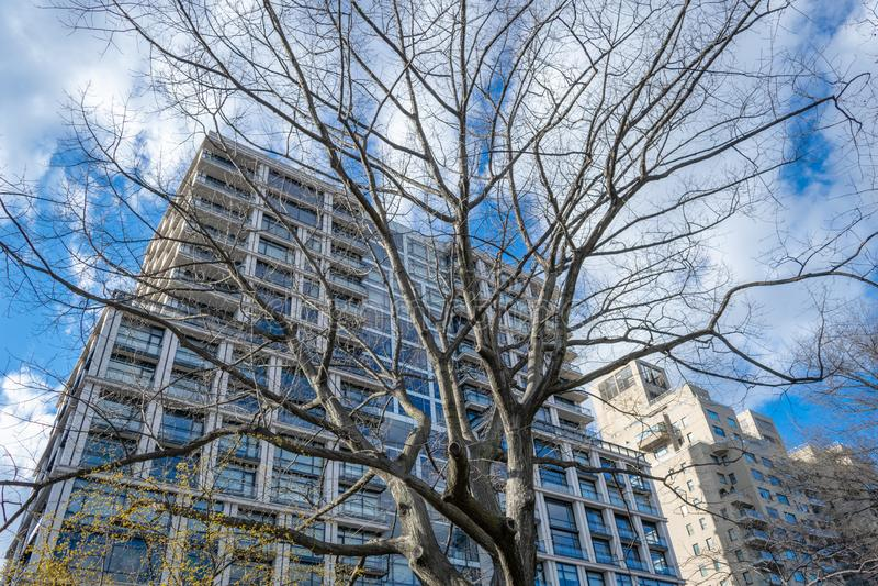 Een modern flatgebouw op Hogere Eastside van Manhattan, de Stad van New York, NY, de V.S. royalty-vrije stock foto's