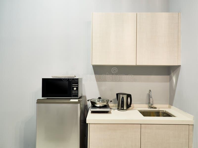 Een modern keukenbinnenland stock afbeelding