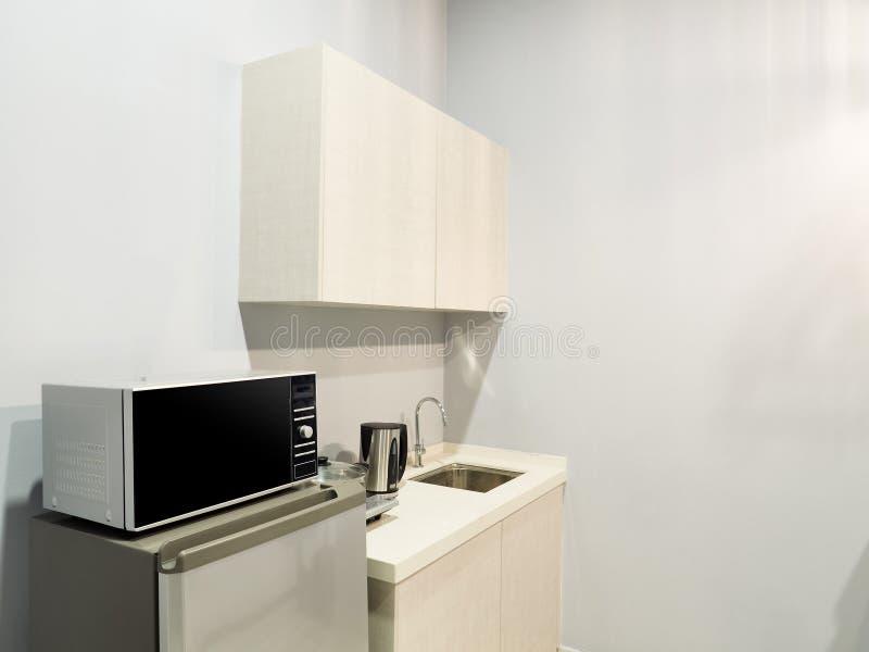 Een modern keukenbinnenland stock foto