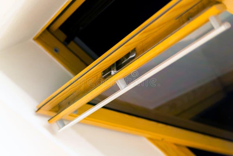 Een modern open dakraam of mansard venster in een zolderruimte royalty-vrije stock afbeelding