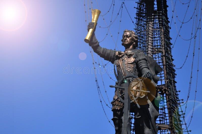 Een monument aan de Russische keizer Peter Eerste in het park Museon stock foto