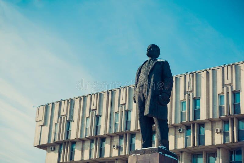 Download Een Monument Aan Vladimir Ilyich Lenin Redactionele Afbeelding - Afbeelding bestaande uit ontwikkeling, laag: 114228355