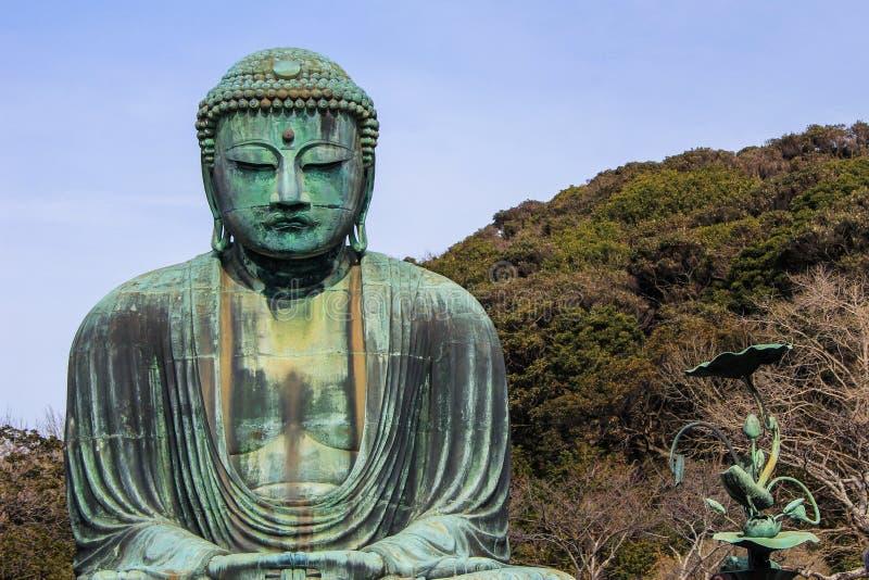 Een monumentaal openluchtbronsstandbeeld van bha Boedha van AmitÄ  stock foto's