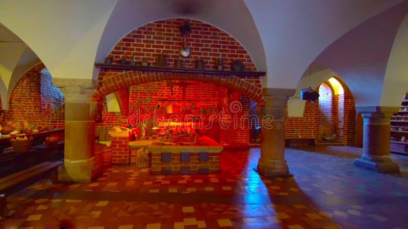 Een mooi beeld van een eettafel _in een traditionele plaats _en een romantische atmosfeer _in de vernedering van Polen 1-2019 stock foto