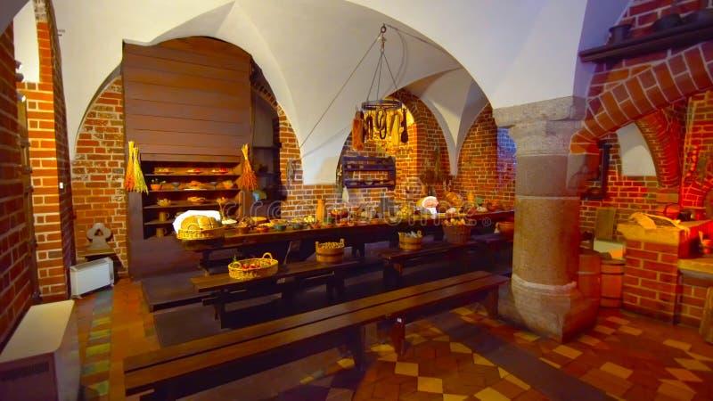 Een mooi beeld van een eettafel _in een traditionele plaats _en een romantische atmosfeer _in de vernedering van Polen 1-2019 stock fotografie