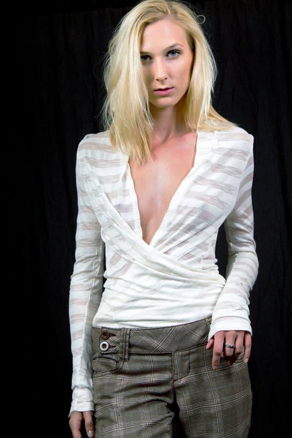 Een Mooi Dun Jong Blondemodel stock afbeelding