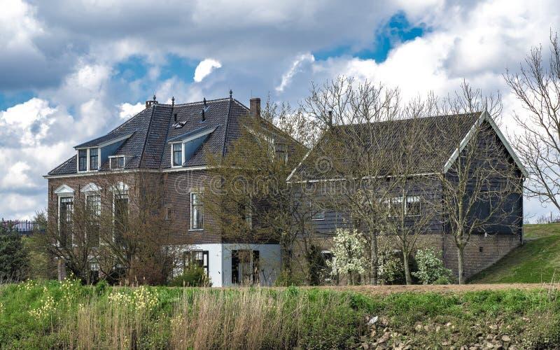 Een Mooi Huis met Natuurlijk Landschap royalty-vrije stock foto's