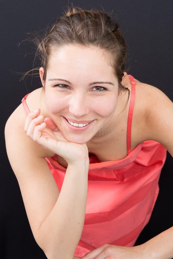 Een mooi meisje op zwarte achtergrond royalty-vrije stock foto