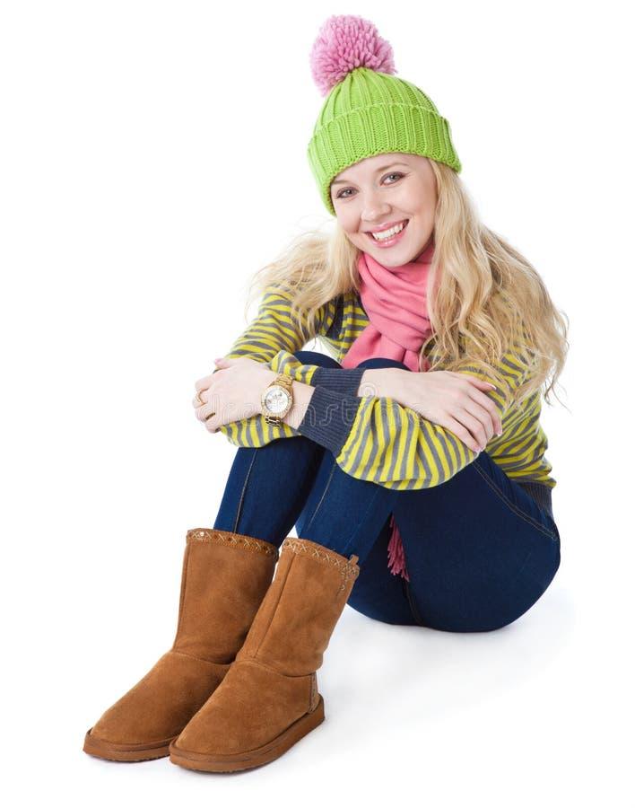 Een mooi meisje zit op een vloer stock afbeelding
