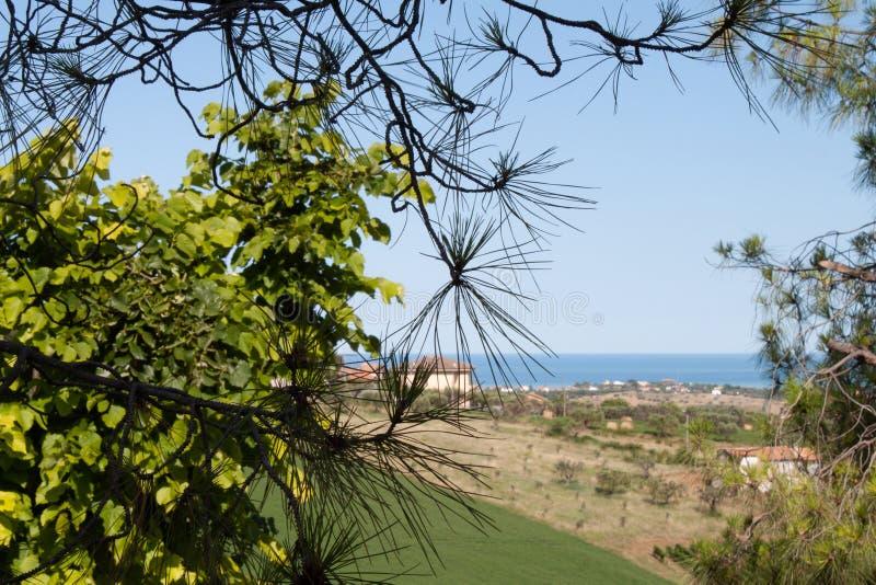 Een mooi panorama van het Adriatische overzees in Italië stock fotografie