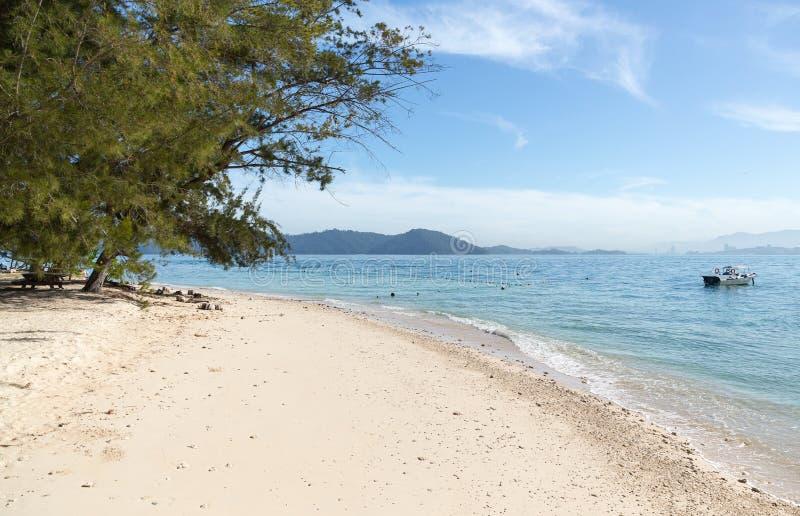 Een mooi strand in Kota Kinabalu stock afbeelding