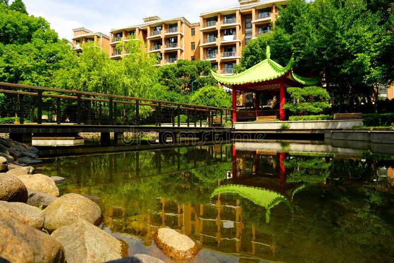 Een mooi tempel/een Paviljoen in een park royalty-vrije stock afbeeldingen