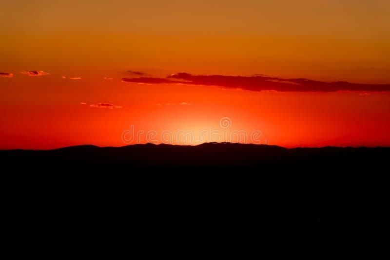 Een mooie avond met kleine wolken royalty-vrije stock afbeeldingen