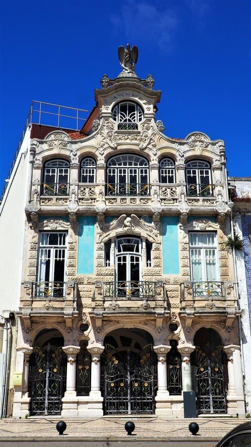 Een mooie blauwe voorgevel van een huis in Aveiro Portugal stock afbeeldingen