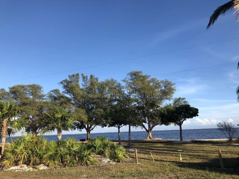 Een mooie dag Blauwe hemel stock afbeelding