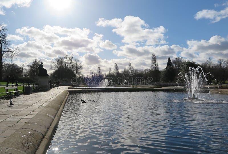 Een mooie dag in Hyde Park stock afbeeldingen