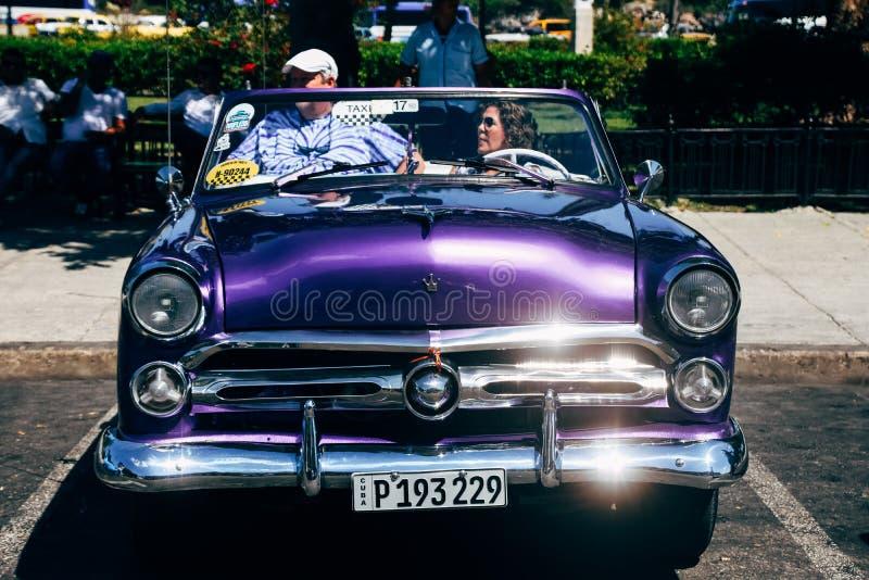 Een mooie klassieke auto in Havana, Cuba stock fotografie