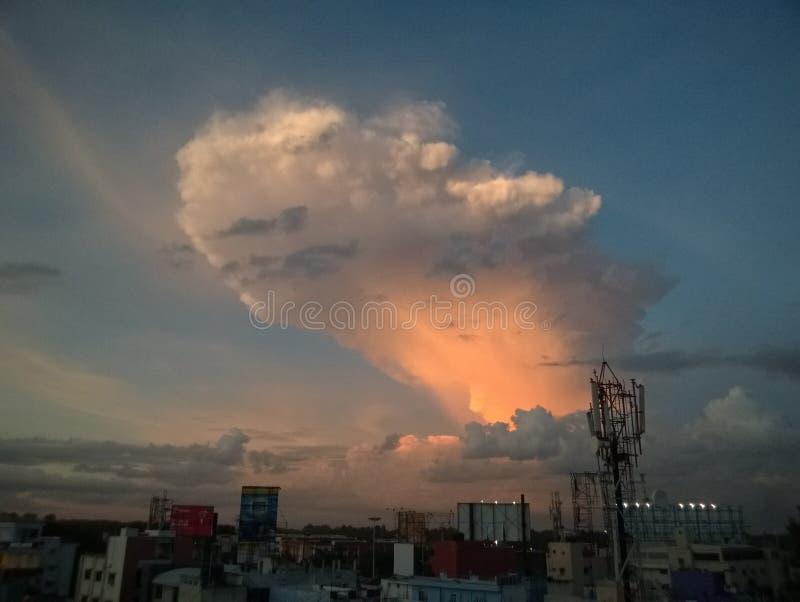 Een mooie mening van wolkenvorming op de hemel royalty-vrije stock foto's