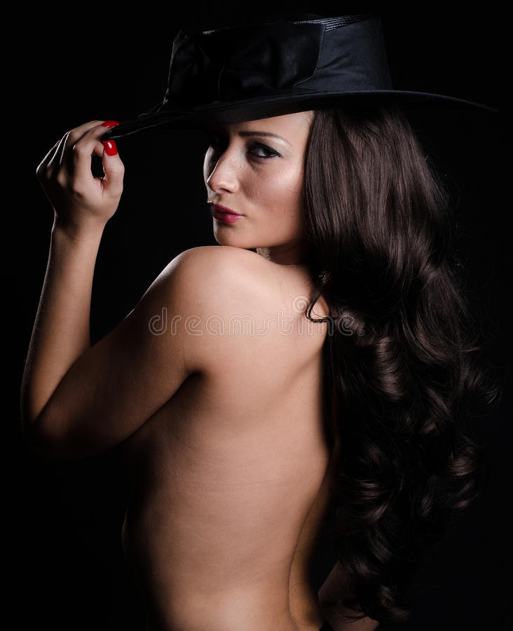 Mooie, modieuze vrouw in hoed stock foto