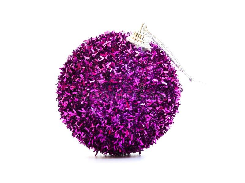 een mooie purpere Kerstmisbal stock afbeelding