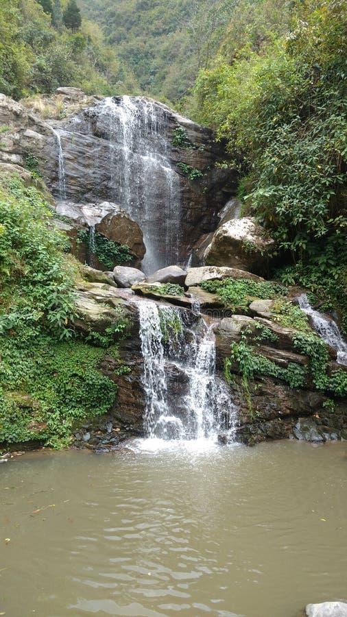 Een mooie waterval stock afbeeldingen