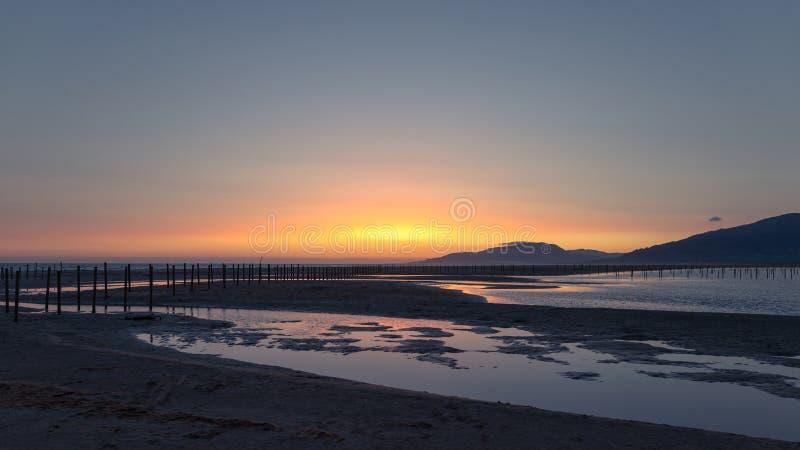 Een mooie zonsondergang in Tarifa stock fotografie