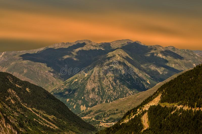 Een mooie zonsopgang over de berg van de Pyreneeën royalty-vrije stock fotografie