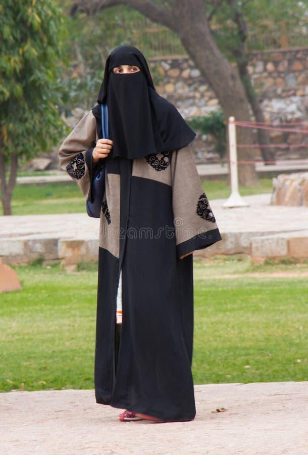 Een Moslimvrouw in New Delhi, India stock foto