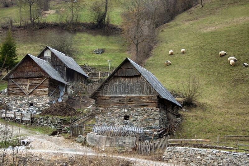 Een motief van Bosnisch bergdorp royalty-vrije stock afbeelding