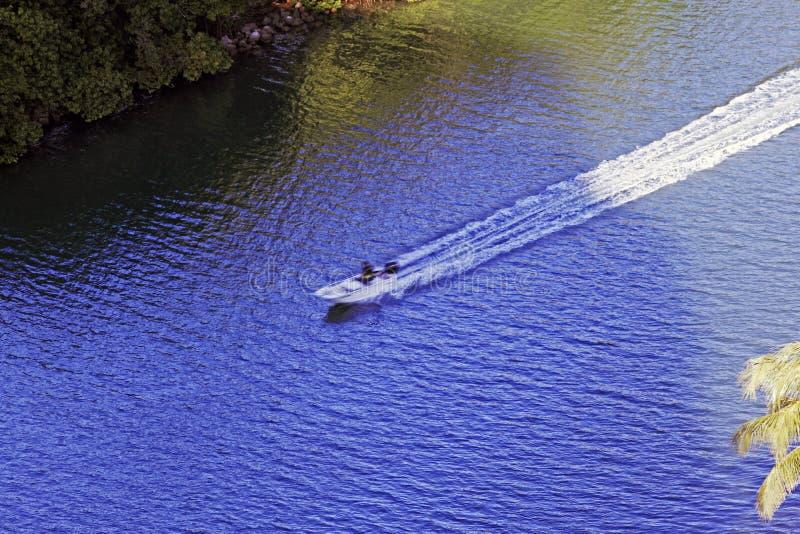 Een motorboot in motie in de rivier in het Strand van Miami, Florida royalty-vrije stock afbeelding