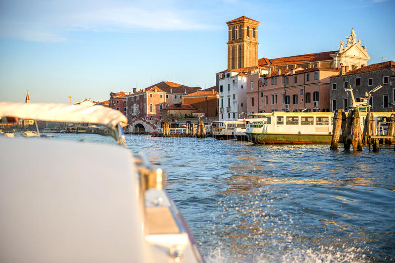 In een motorboot in Venetië, Italië stock afbeelding