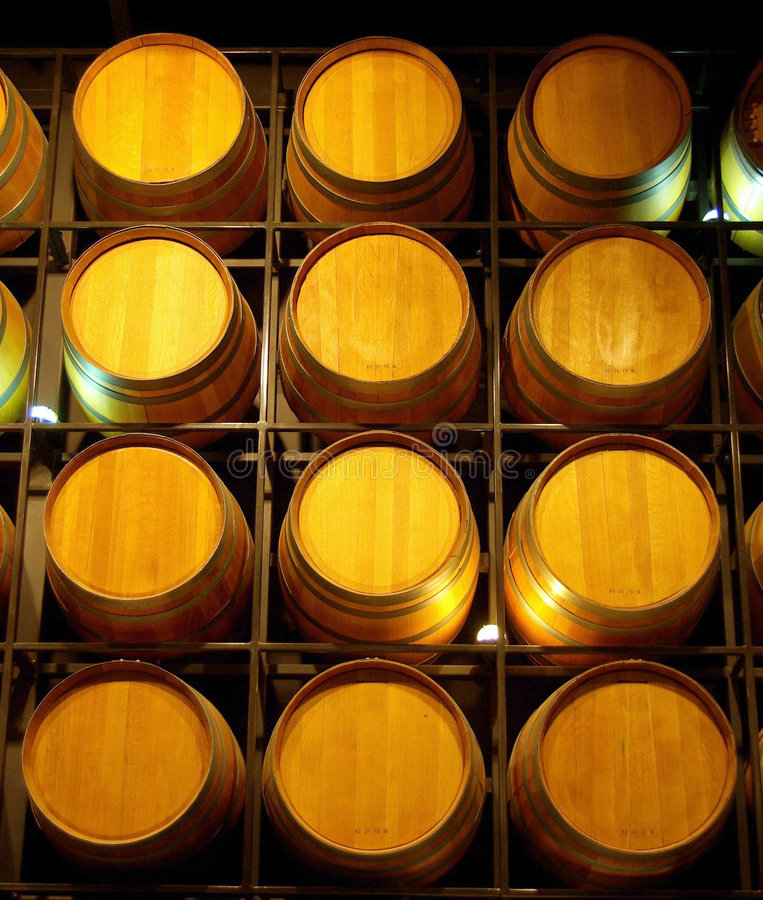Een muur van Wijnvatten royalty-vrije stock afbeelding
