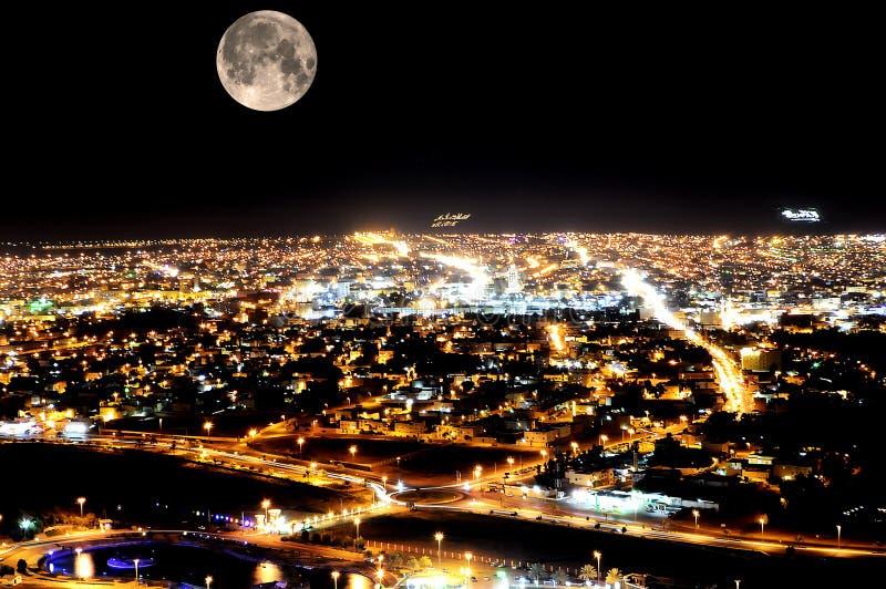 Een nachtelijke scène uit Hail City vanuit het gezichtspunt, Saudi-Arabië stock foto