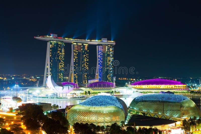 Een nachtpanorama van Singapore royalty-vrije stock fotografie