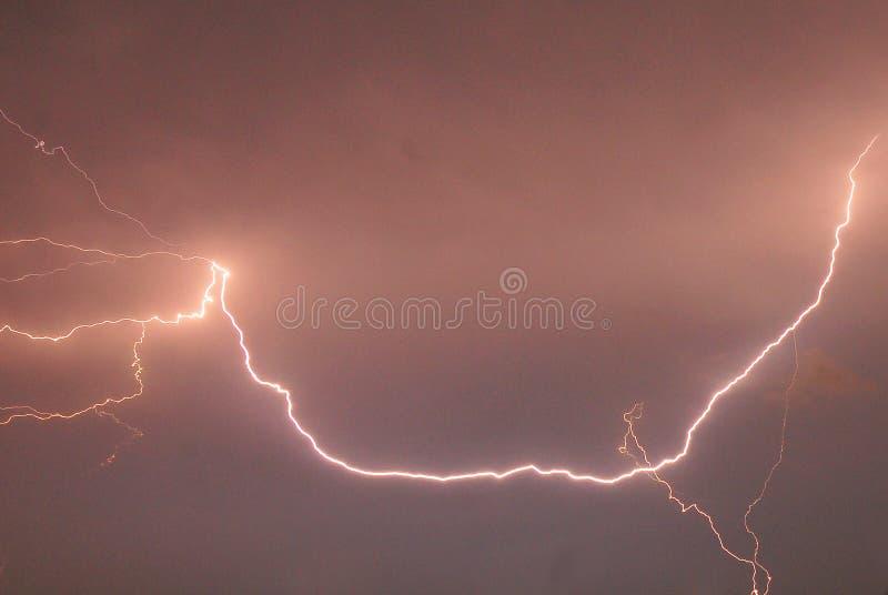 Een natuurverschijnsel van de blikseminslag stock foto's