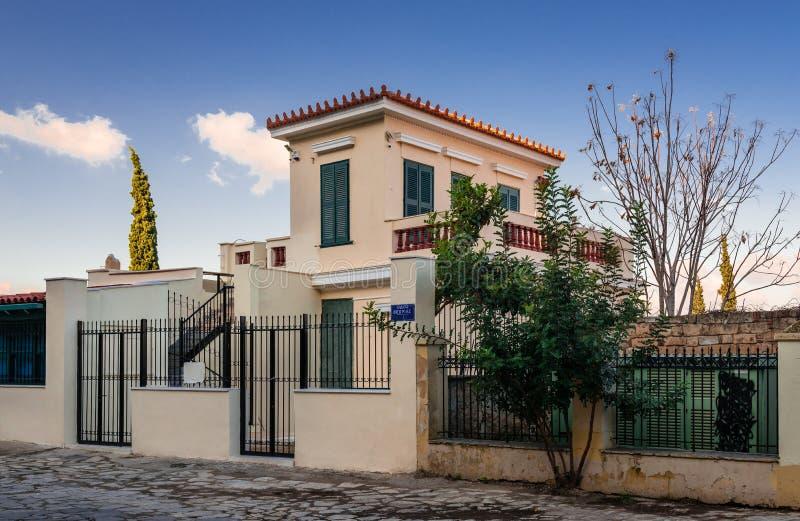 Een neoklassiek huis in Plaka, Athene, Griekenland stock afbeeldingen