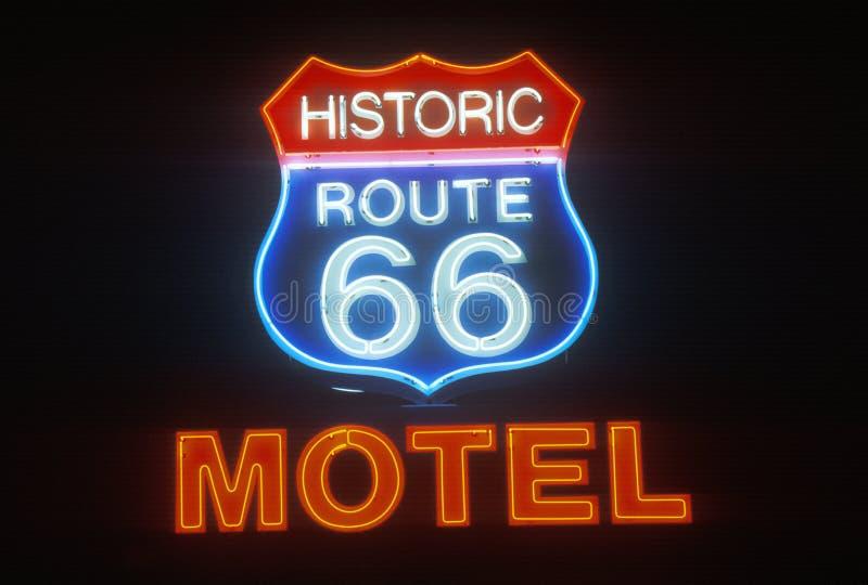 Een neonteken dat ï ¿ ½ Historisch Route 66 Motelï ¿ ½ leest stock afbeeldingen