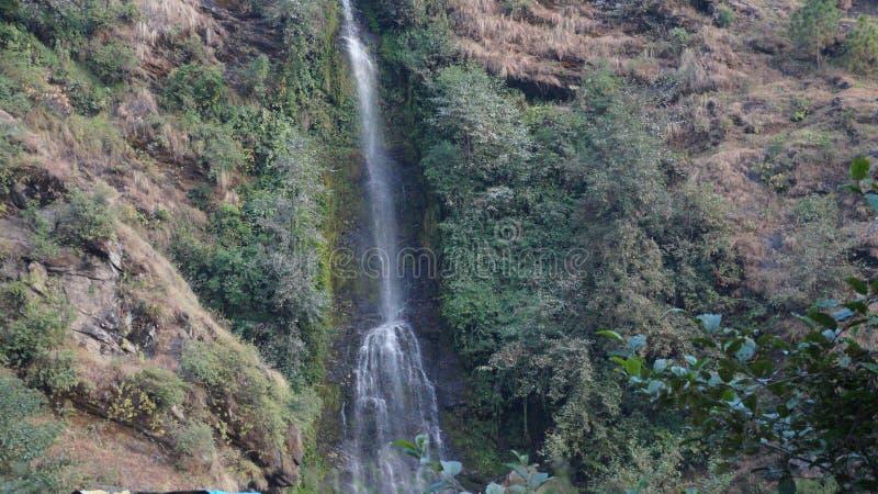 Een nieuwe waterval na regen stock foto's
