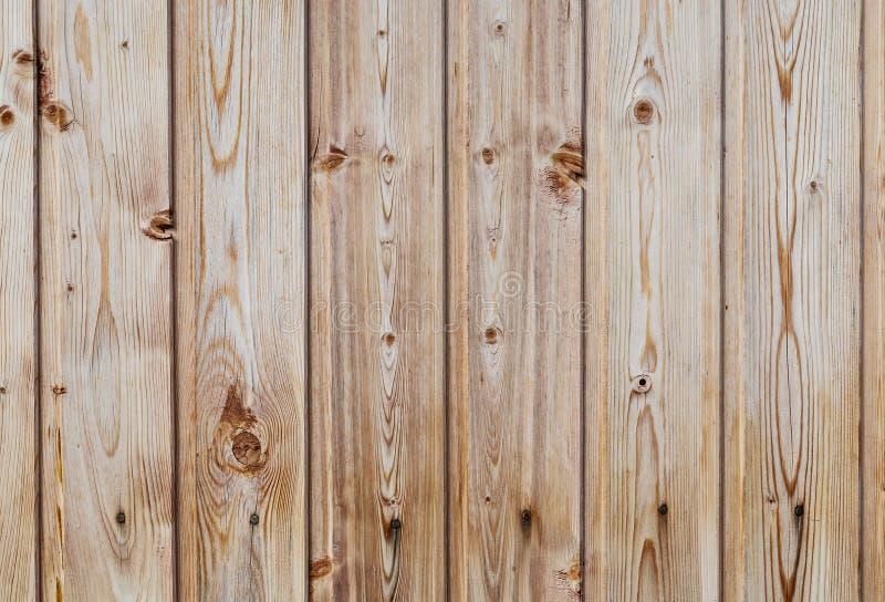 Een omheining van houten planken wordt gemaakt die stock afbeeldingen