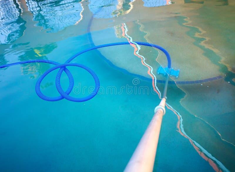 Een Onderwater vacuümmachine voor zwembad royalty-vrije stock afbeeldingen