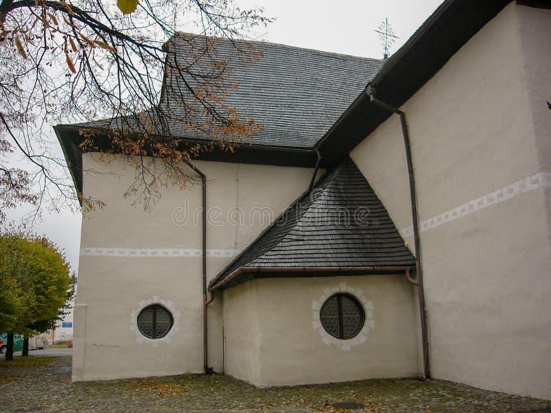 Een ongebruikelijke kerk in Slowakije royalty-vrije stock foto's