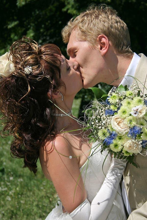 Een onlangs echtpaar. royalty-vrije stock afbeeldingen
