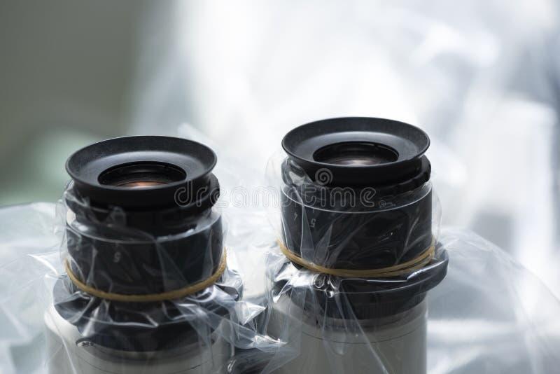 Een oogstukken van chirurgische microscoop stock foto's