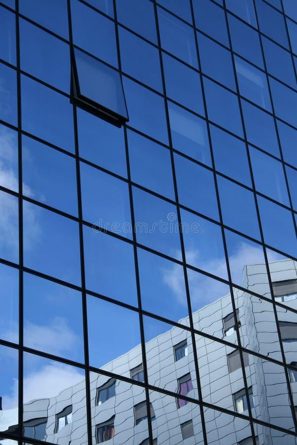 Een open alleen venster stock foto