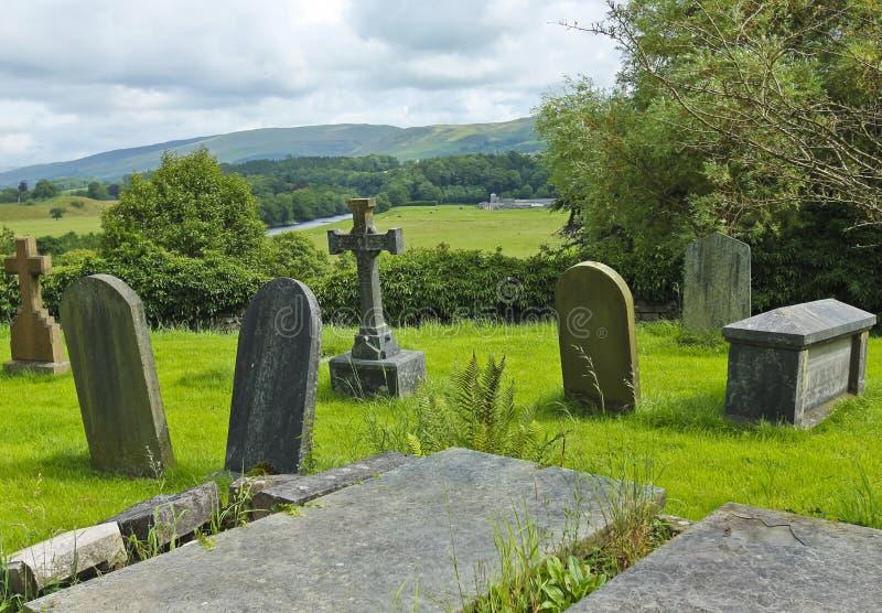 Een oud Engels Kerkhof op een Heuvel stock foto