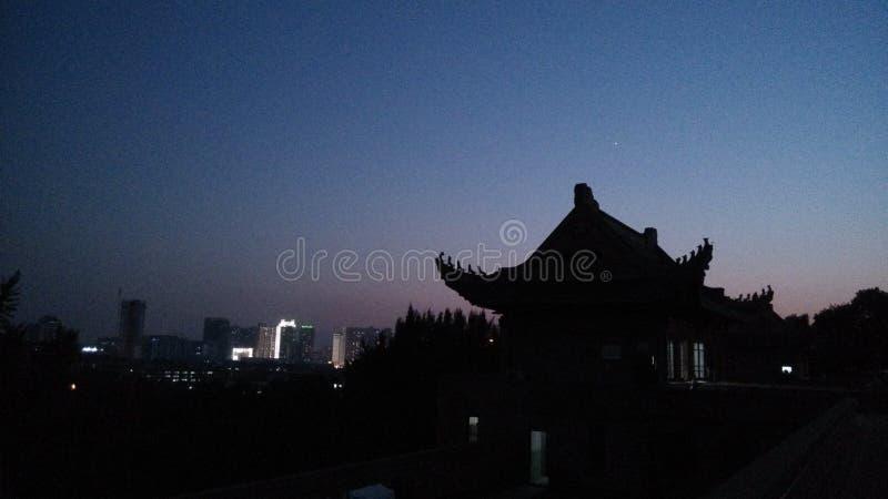 Een oud huis in whu in de nacht royalty-vrije stock afbeelding