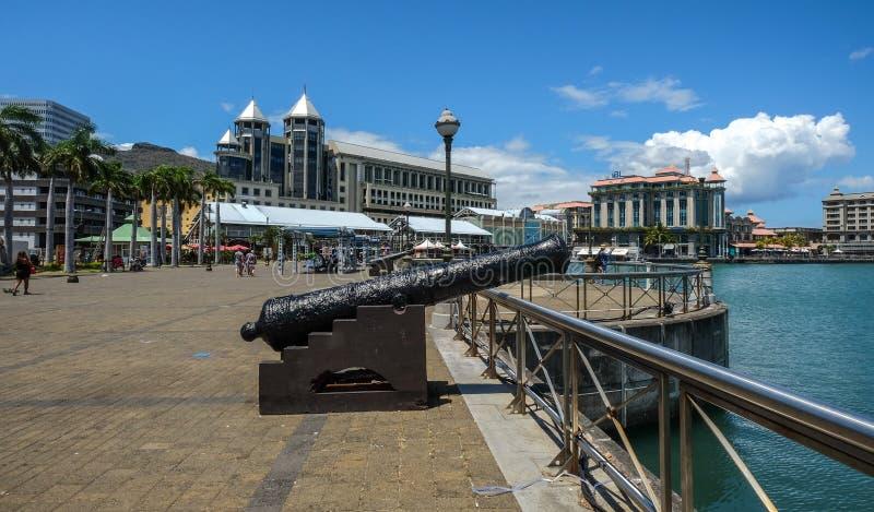 Een oud kanon in Port Louis stock fotografie