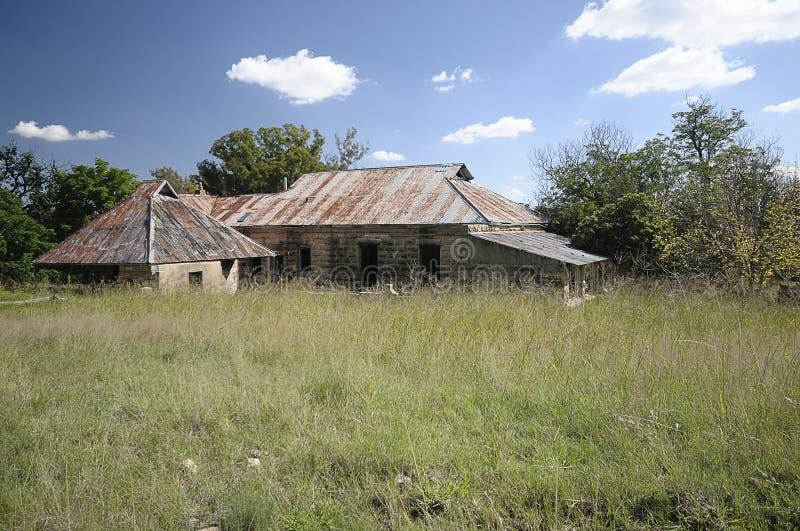 Een Oud Verlaten Landbouwbedrijfhuis royalty-vrije stock foto